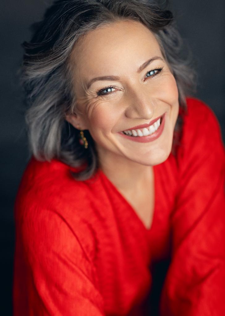 Professional photograph of Amélie smiling