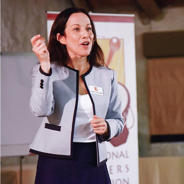 Image of Amélie delivering a presentation